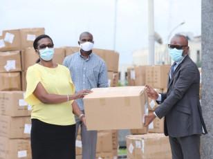 COVID-19 / 1 500 000 masques offerts aux usagers des transports routiers et fluvio-lagunaires